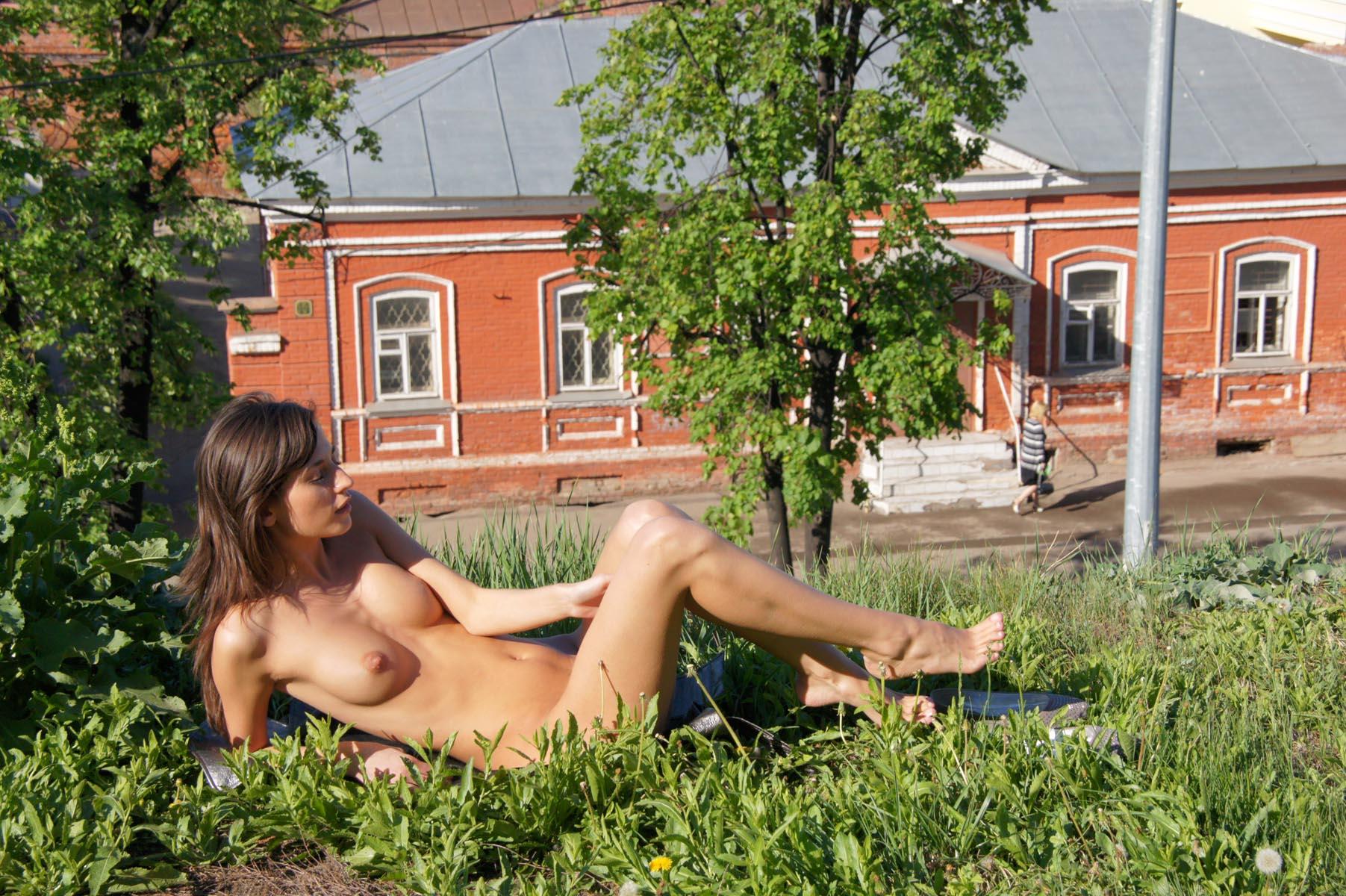 irina-k-naked-in-russia-kazan-nude-public-07