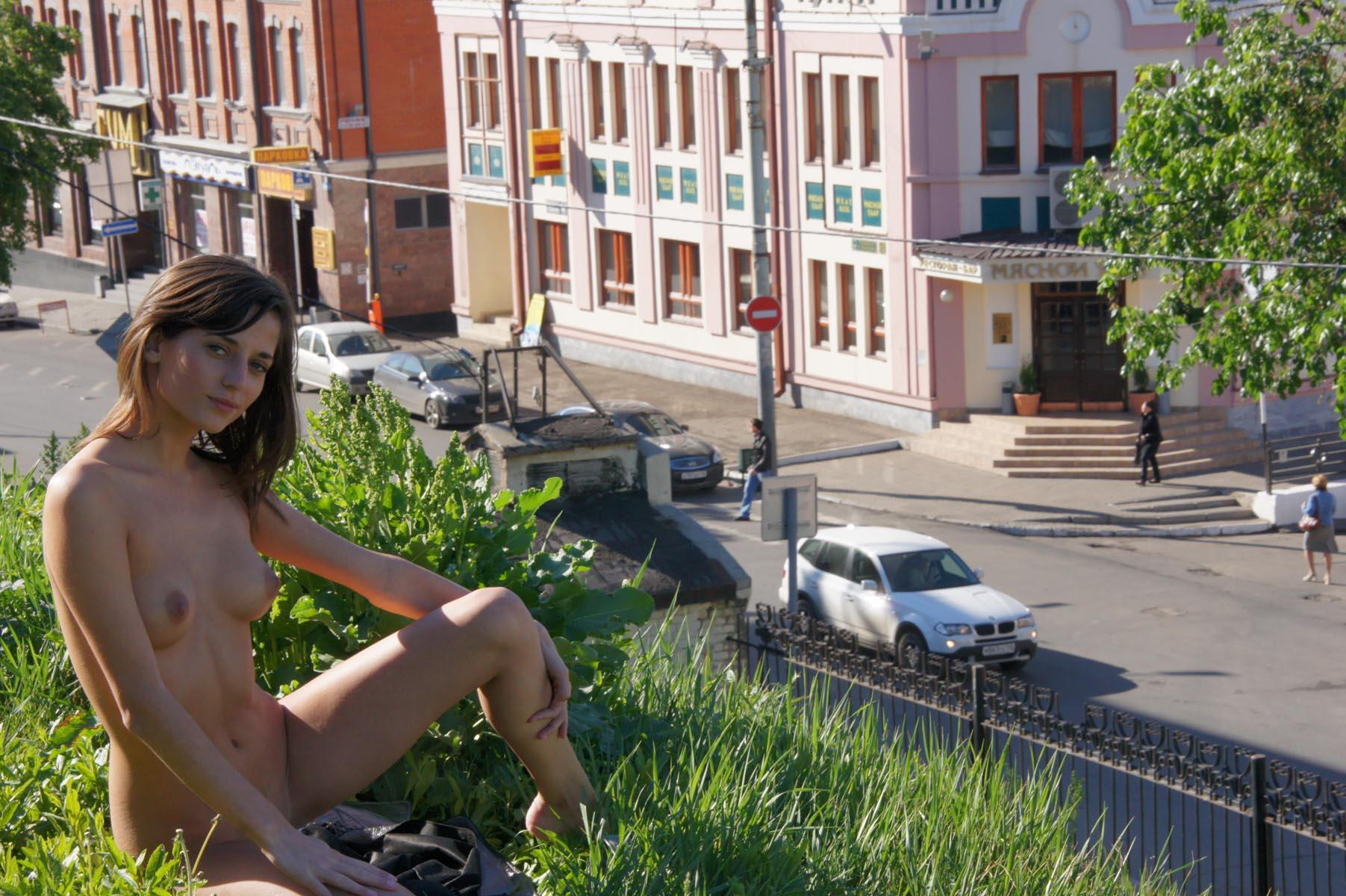 irina-k-naked-in-russia-kazan-nude-public-11