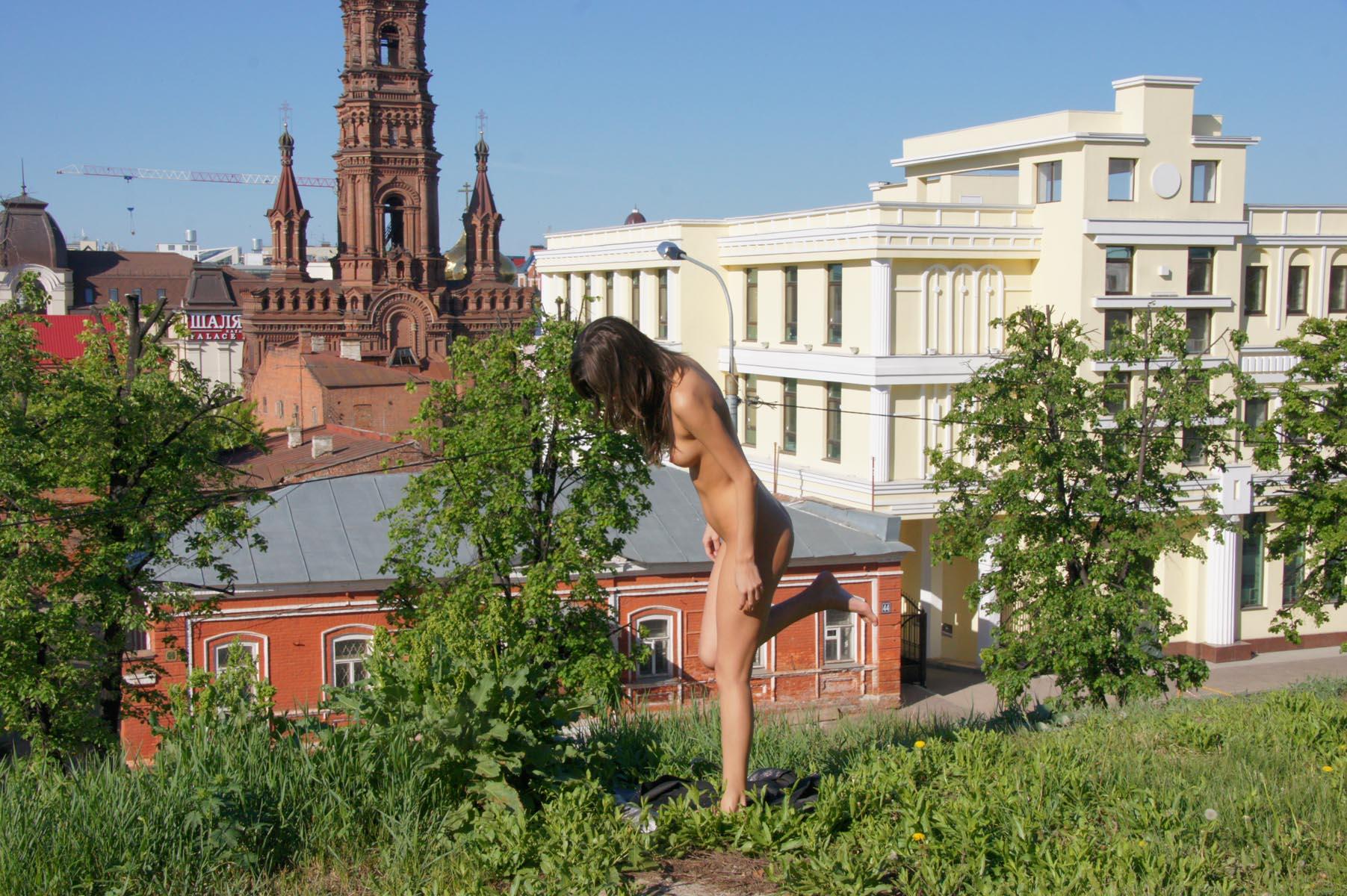 irina-k-naked-in-russia-kazan-nude-public-17