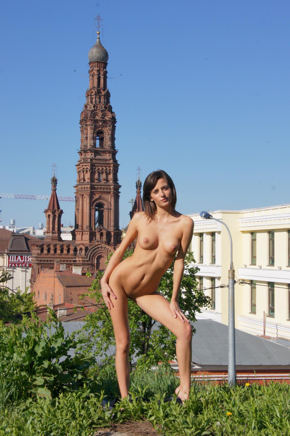 irina-k-naked-in-russia-kazan-nude-public-18