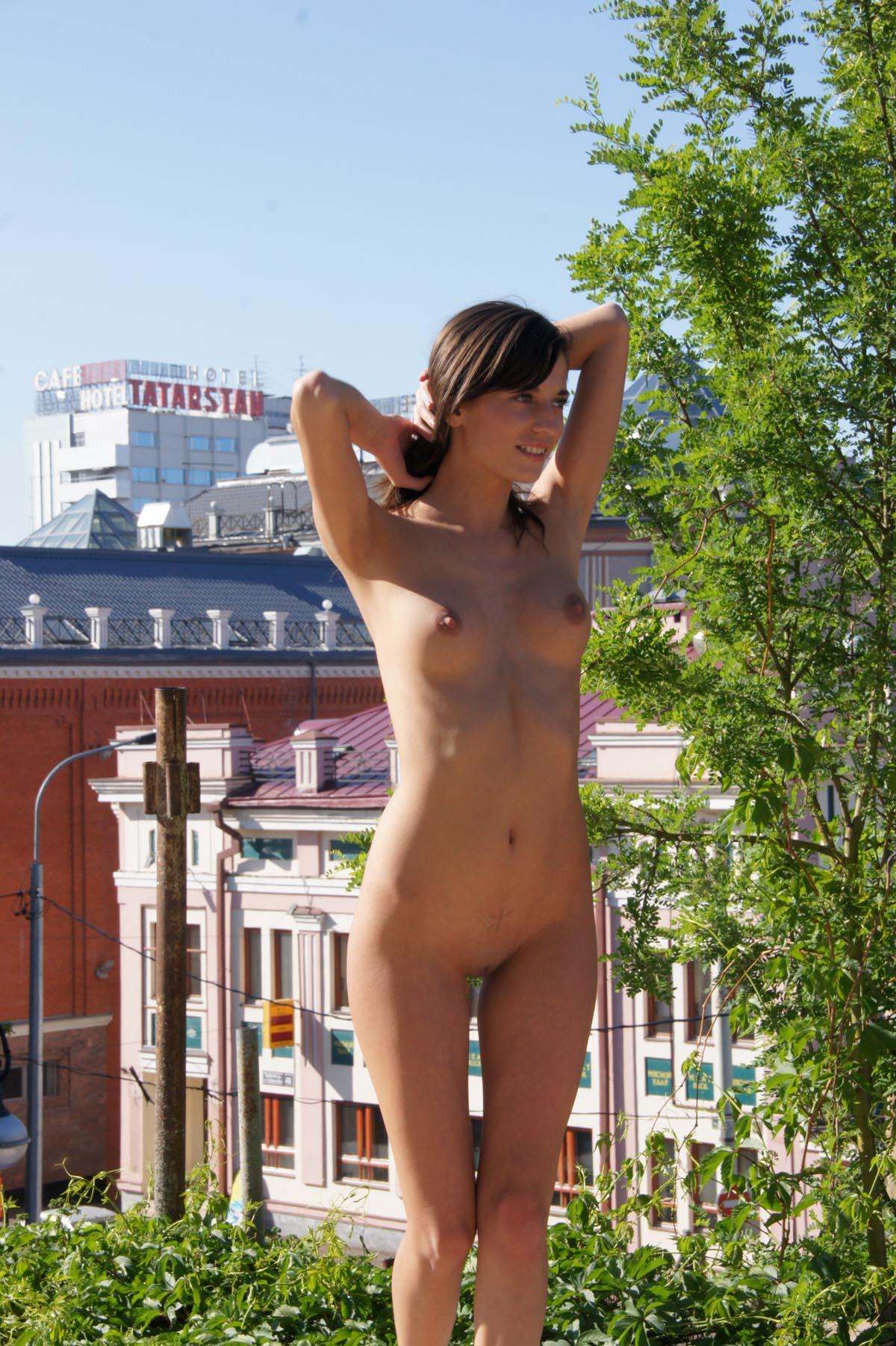 irina-k-naked-in-russia-kazan-nude-public-30