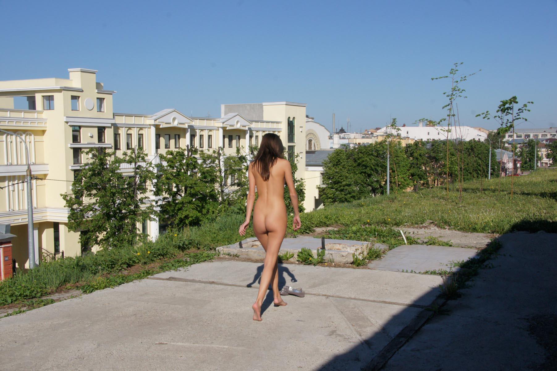 irina-k-naked-in-russia-kazan-nude-public-35