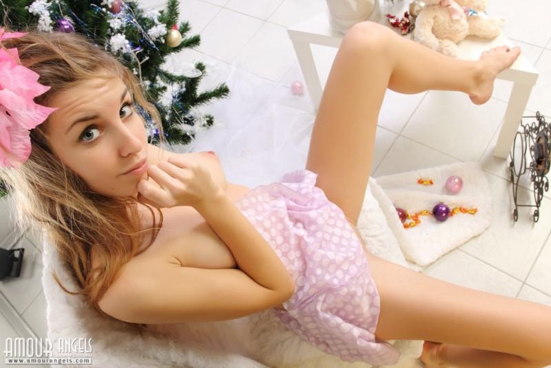 snejana-christmas-tree-naked-amour-angels-01