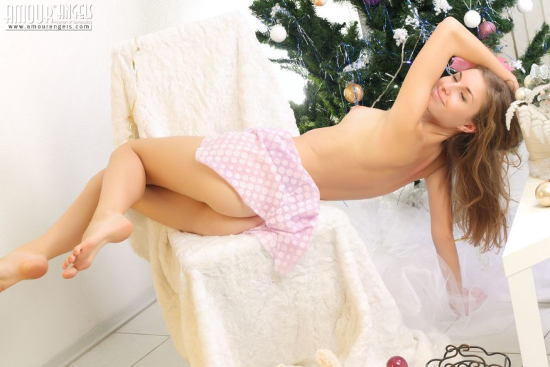 snejana-christmas-tree-naked-amour-angels-03