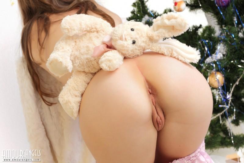 snejana-christmas-tree-naked-amour-angels-05