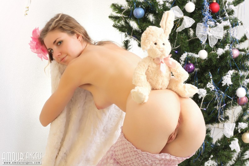 snejana-christmas-tree-naked-amour-angels-06