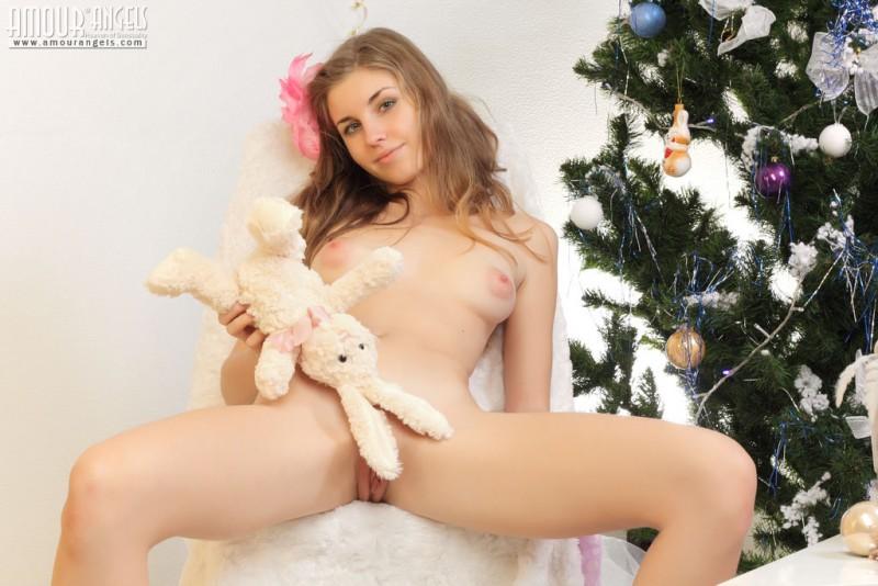 snejana-christmas-tree-naked-amour-angels-07