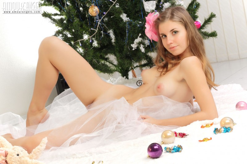 snejana-christmas-tree-naked-amour-angels-08