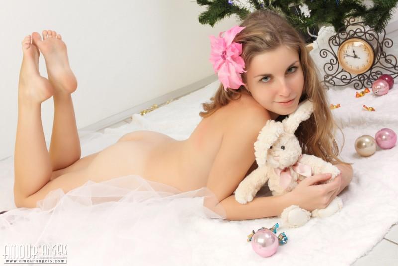 snejana-christmas-tree-naked-amour-angels-14