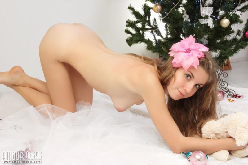 snejana-christmas-tree-naked-amour-angels-15