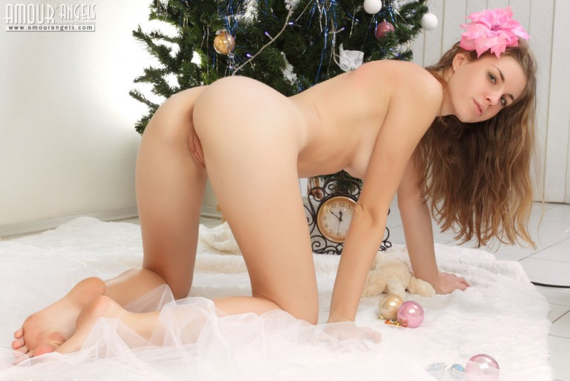 snejana-christmas-tree-naked-amour-angels-18