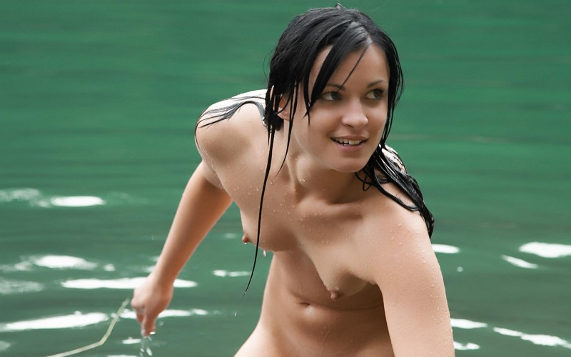 Pity, that Nude swimmer lady hot