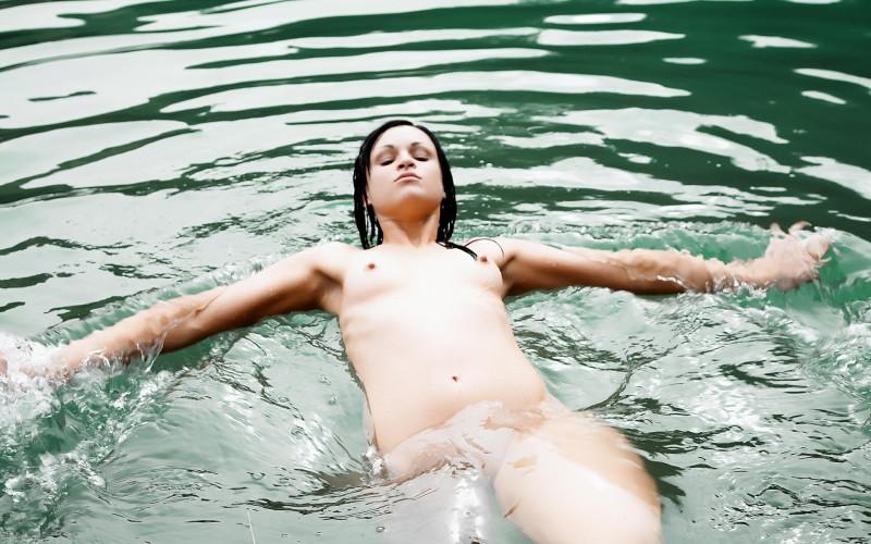 isabel-brunette-lake-04