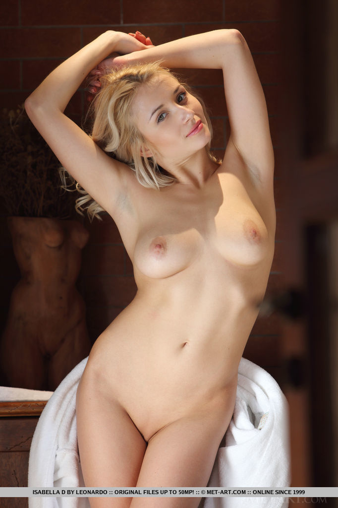 isabella-d-bathrobe-boobs-metart-05