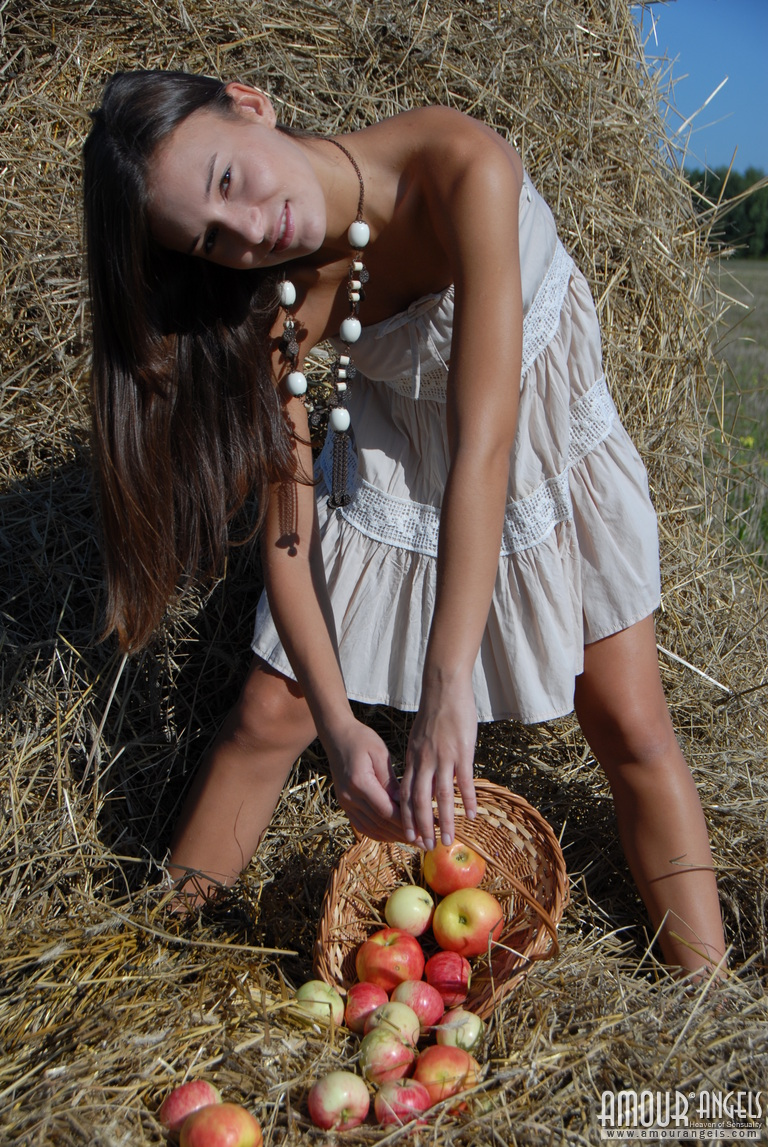 monika-apples-hayrick-amour-angels-02