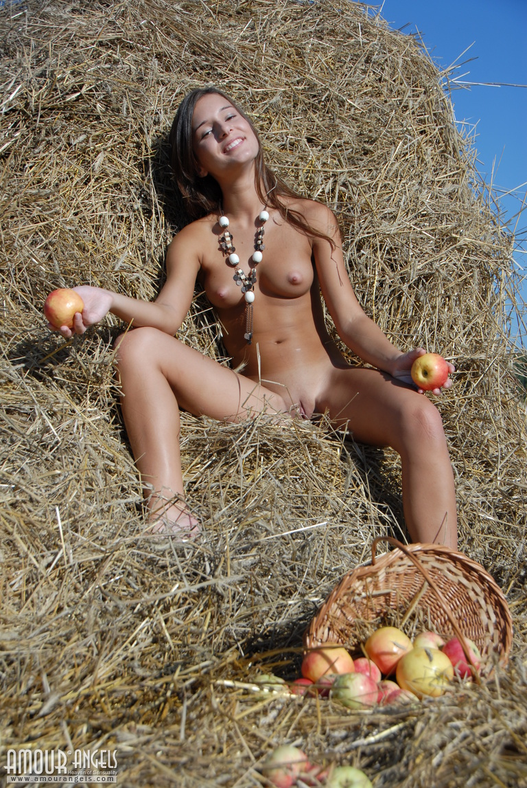 monika-apples-hayrick-amour-angels-11