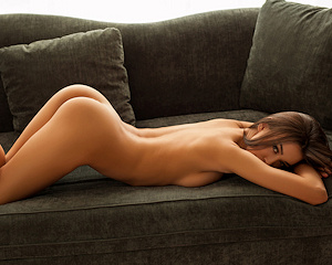 jackie-couch-naked-photodromm