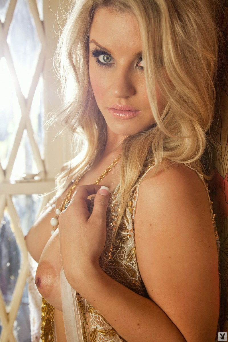 jamie-bradford-gold-chains-playboy-03