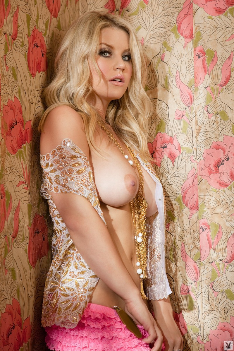 jamie-bradford-gold-chains-playboy-07