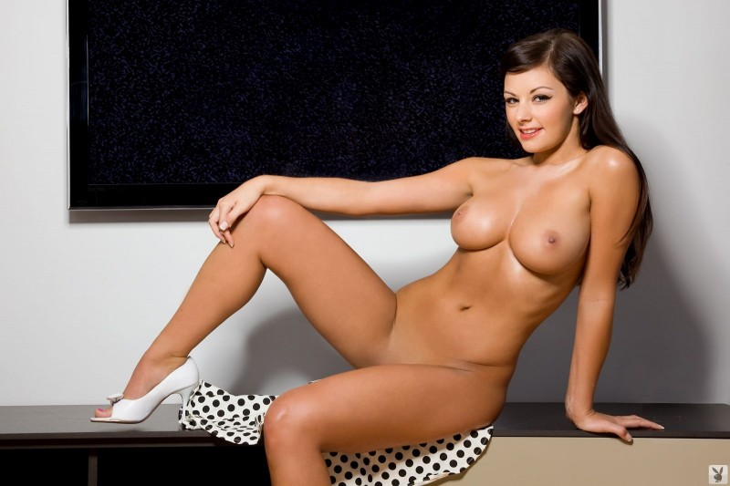 jamie-graham-cleaning-tv-playboy-23