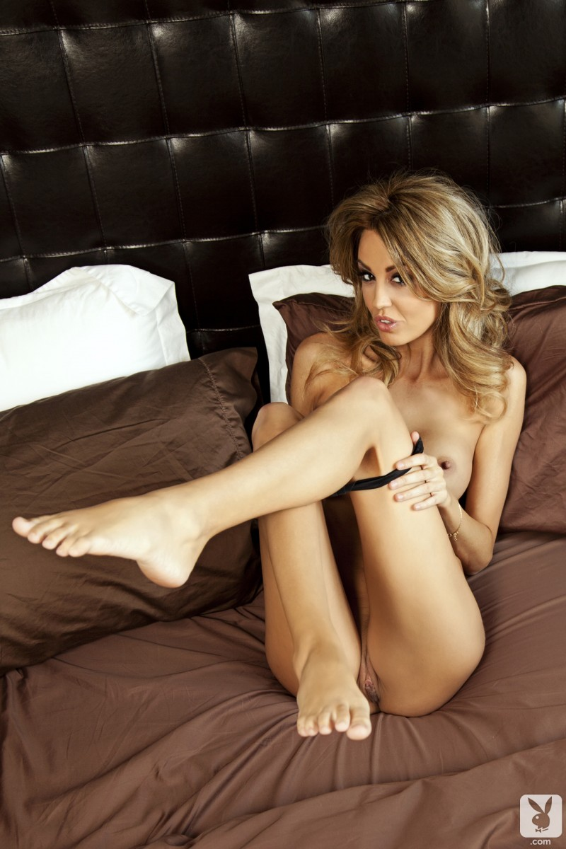 jamie-michelle-nude-bedroom-playboy-13