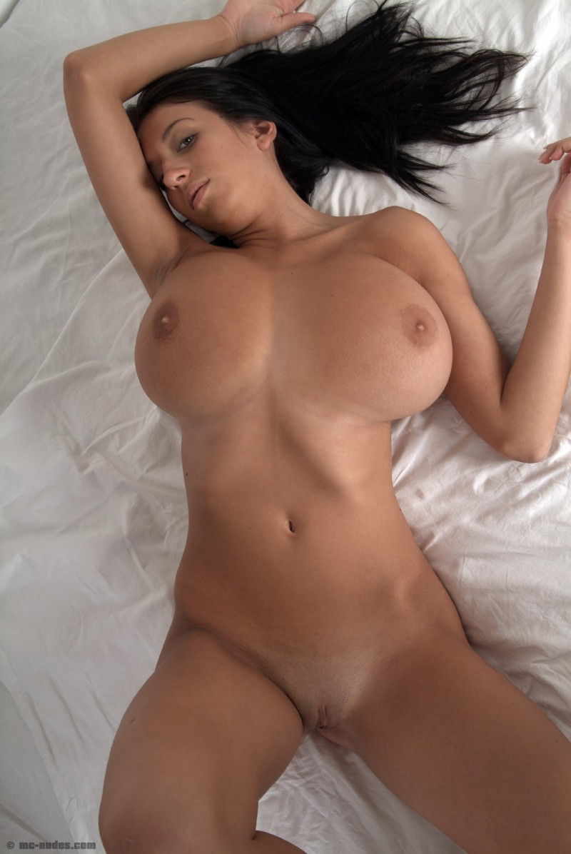princessa-natural-big-boobs-bedroom-mcnudes-04
