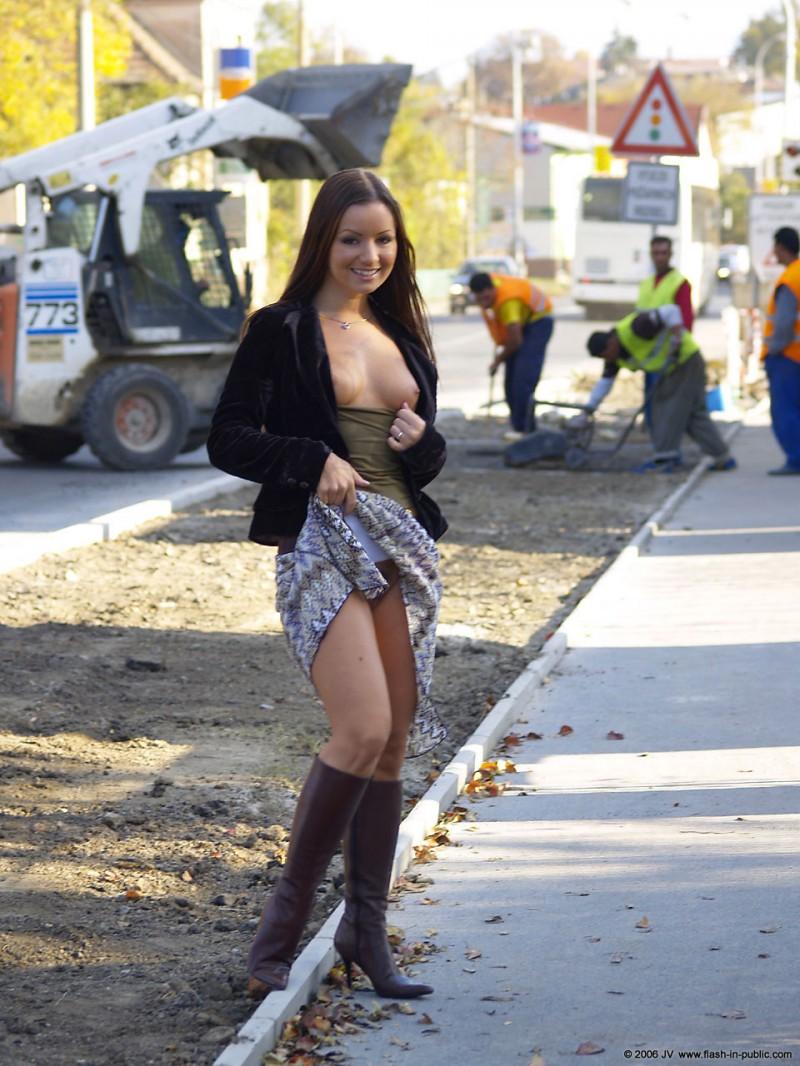 jana-a-nude-flash-in-public-04