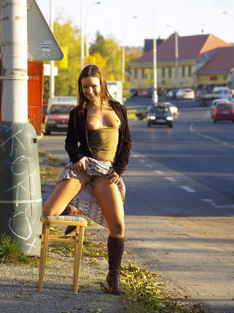 jana-a-nude-flash-in-public-10