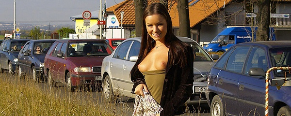 Jana Mrazkova – Flash in public