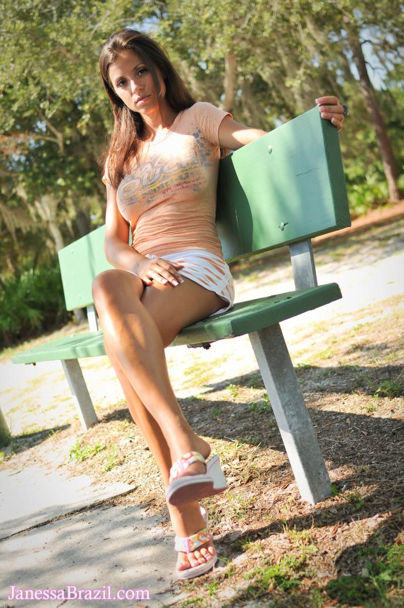 janessa-brazil-flash-in-public-01