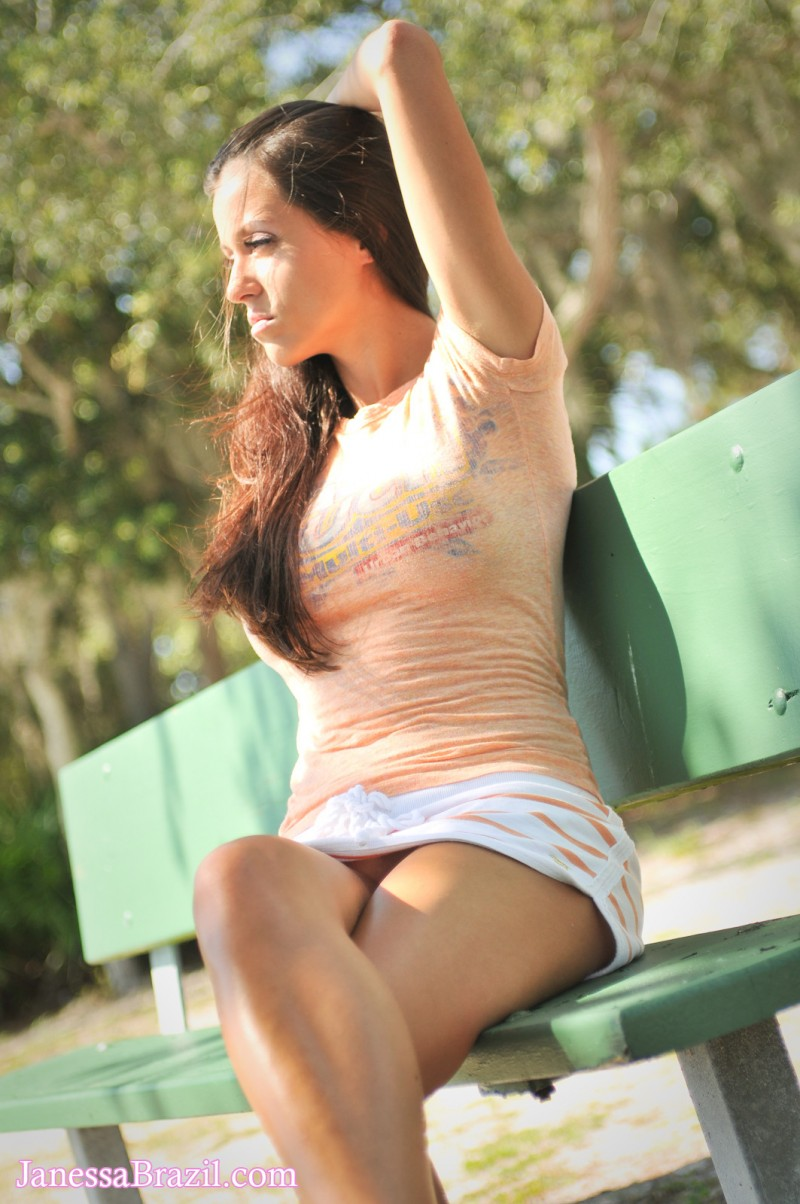 janessa-brazil-flash-in-public-03
