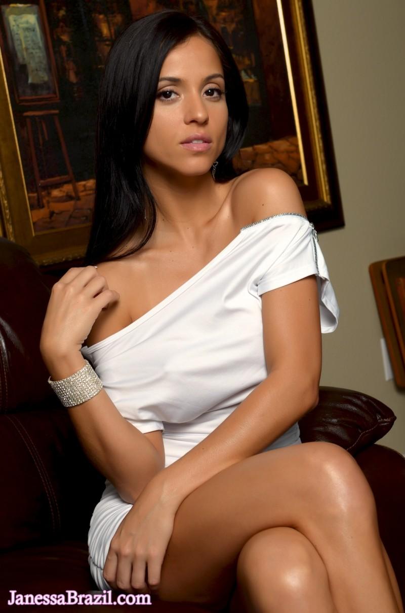 janessa-brazil-naked-leather-sofa-01