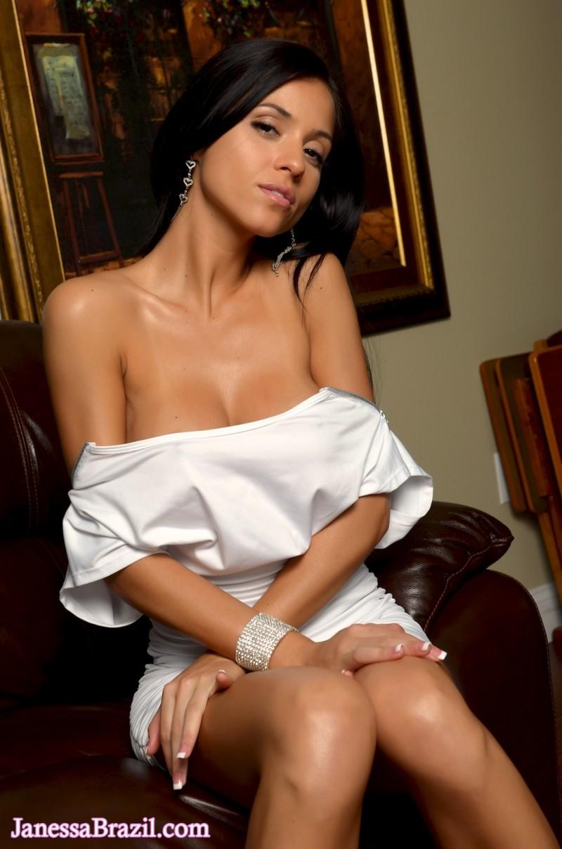 janessa-brazil-naked-leather-sofa-04