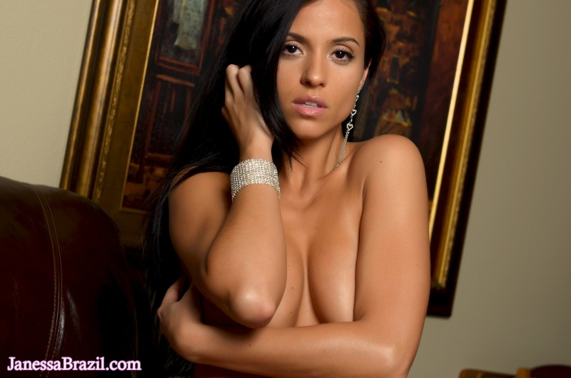 janessa-brazil-naked-leather-sofa-07