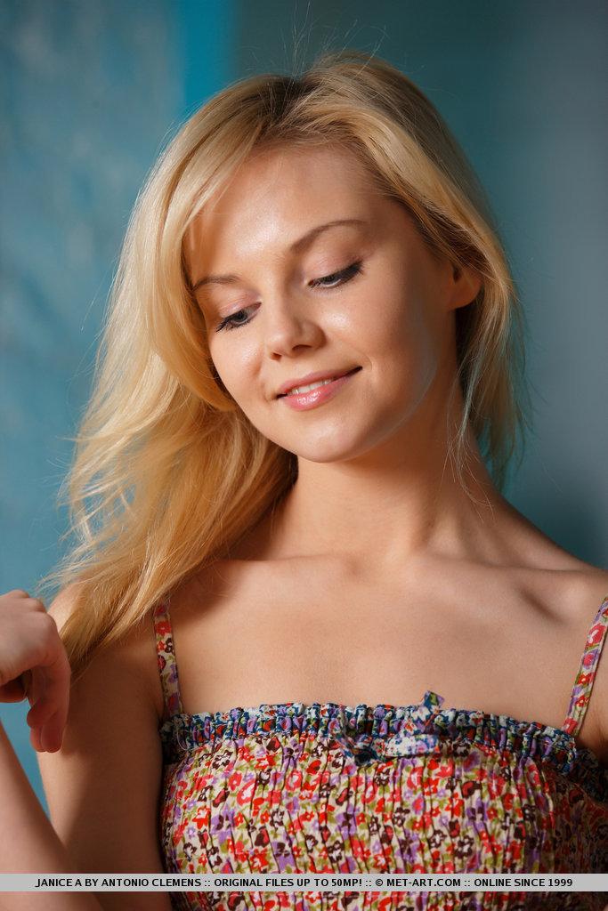 janice-a-blonde-bar-stool-naked-metart-04