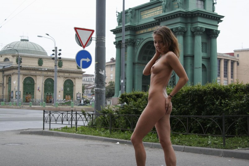 janina-st-petersburg-nude-in-russia-04