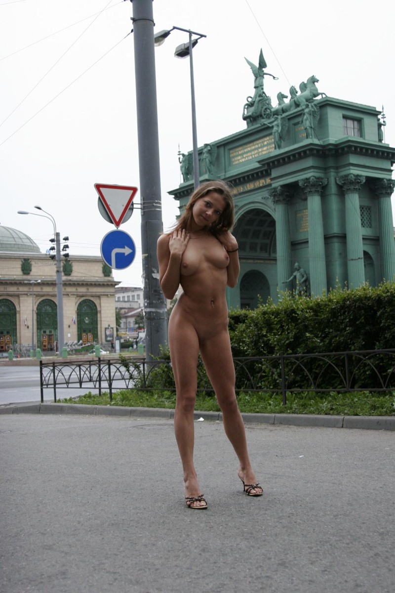 janina-st-petersburg-nude-in-russia-05