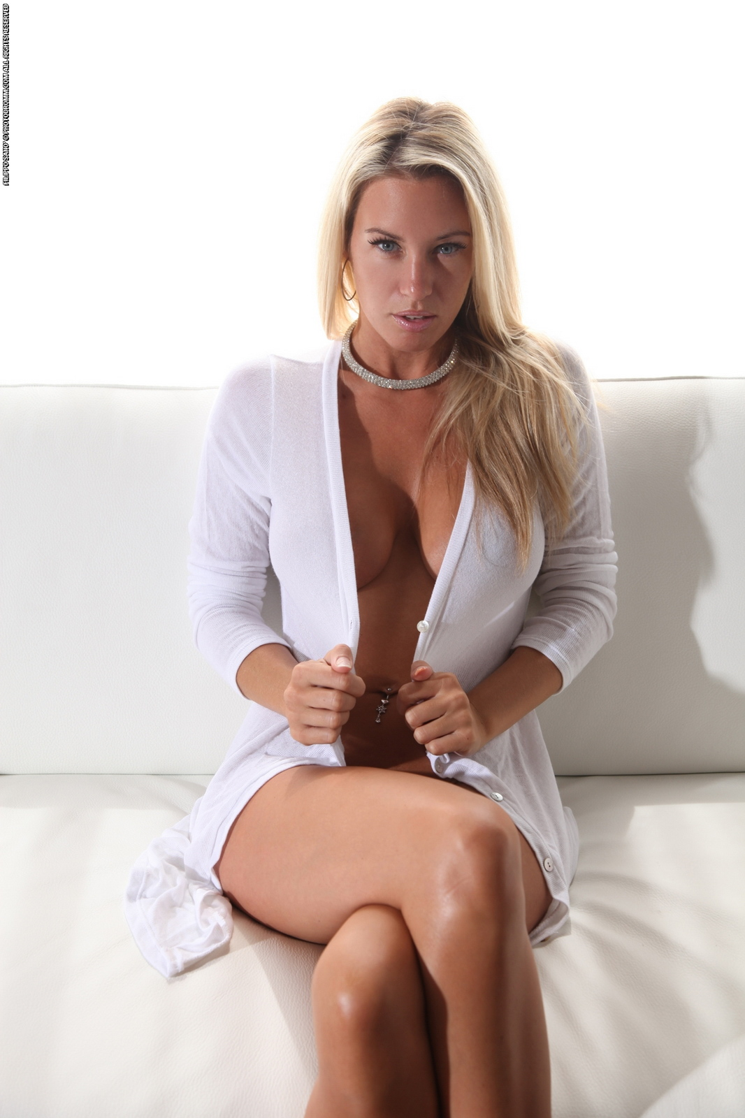 janine-naked-on-couch-busty-blonde-photodromm-02