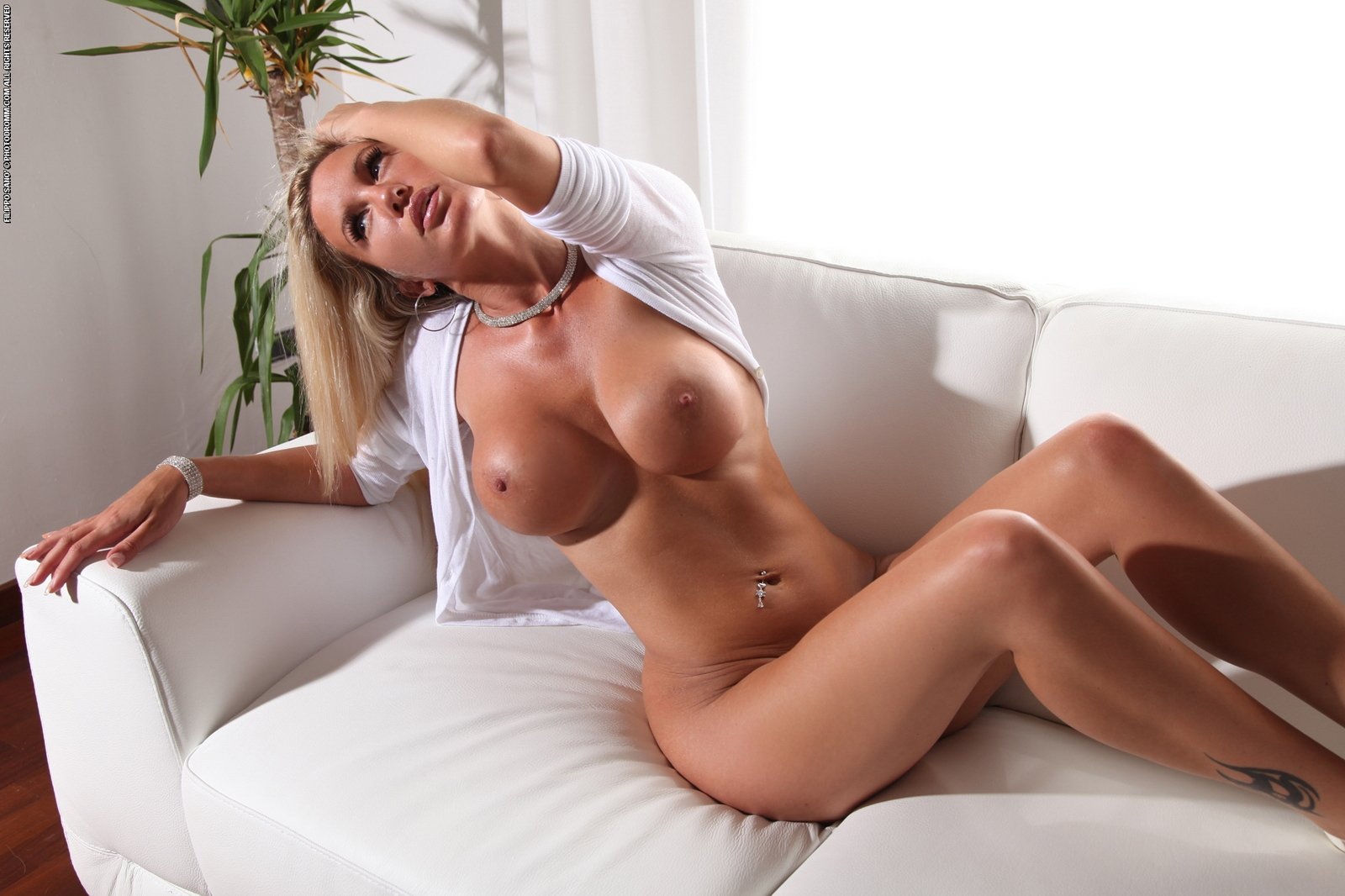janine-naked-on-couch-busty-blonde-photodromm-11