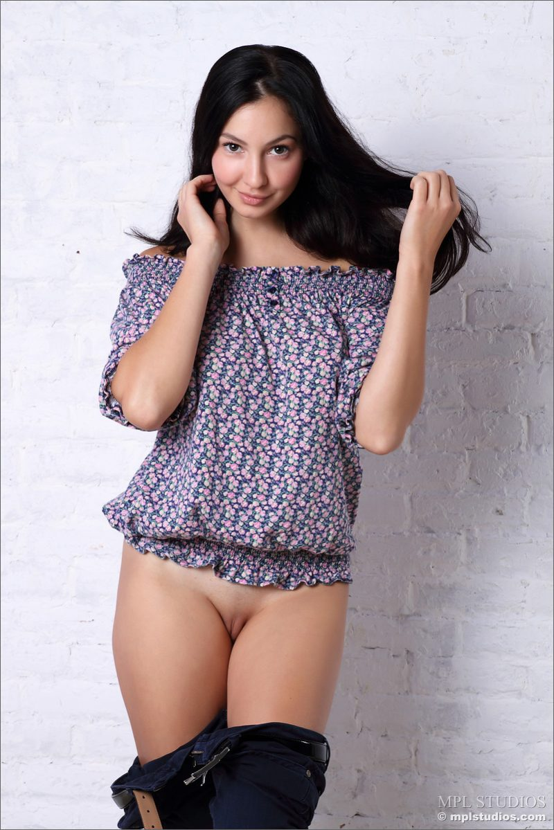 jasmin-brunette-nude-mplstudios-02