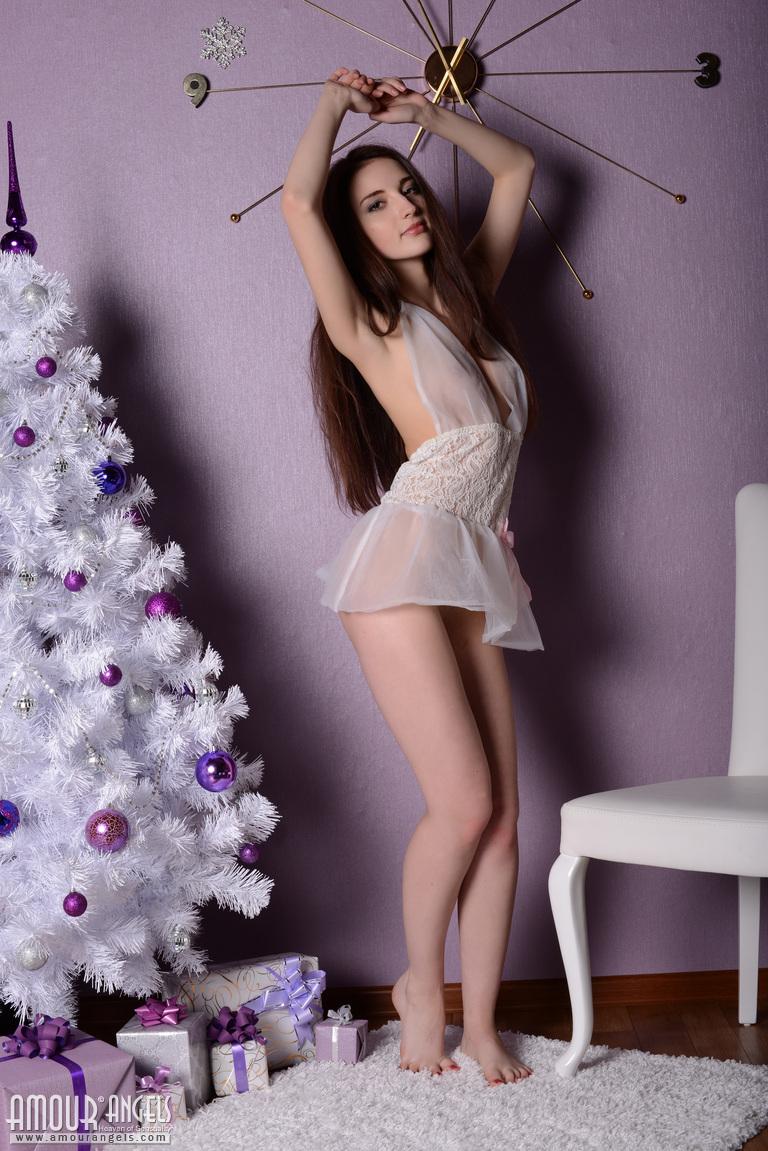 jasmin-christmas-tree-nighty-nude-girl-amourangels-01