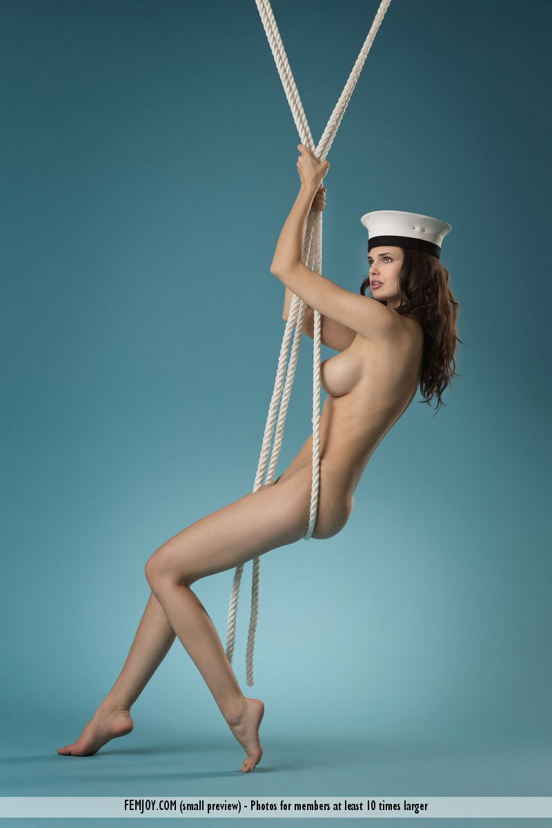 jasmine-a-naked-sailor-femjoy-16