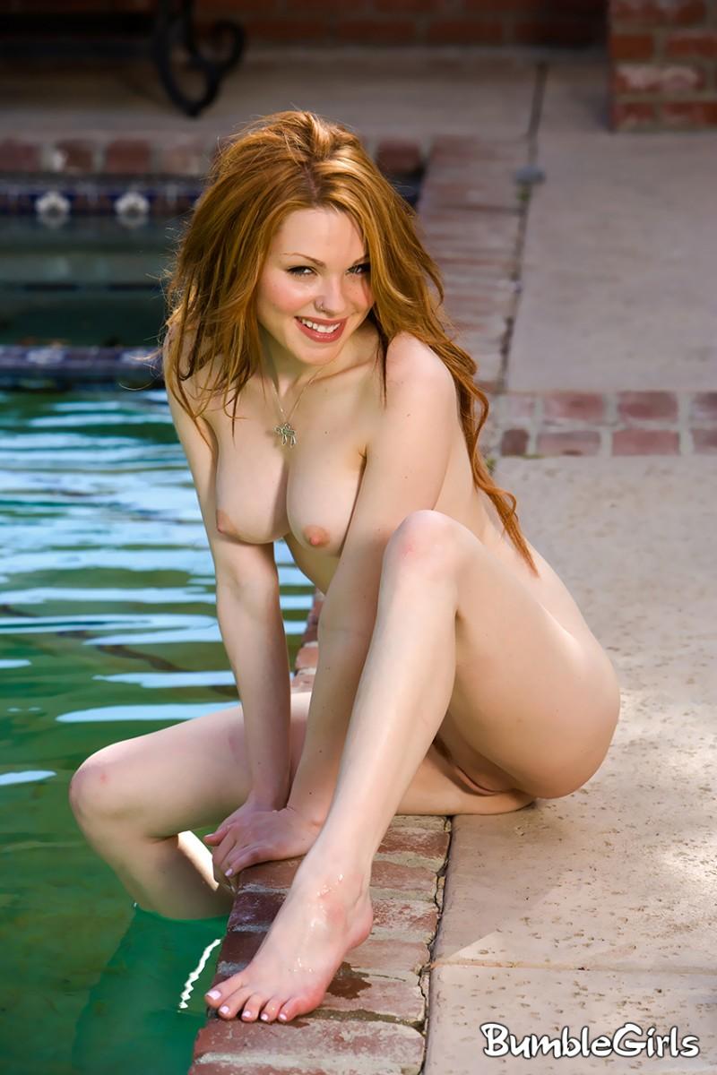 jayme-langford-bikini-pool-nude-bumble-girls-15