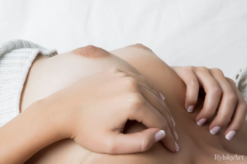 jeff-milton-naked-sofa-rylskyart-02