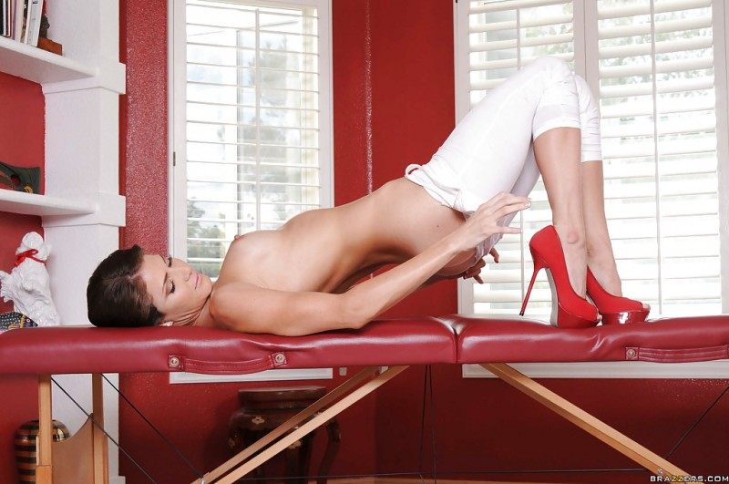 jenni-lee-red-high-heels-brazzers-16