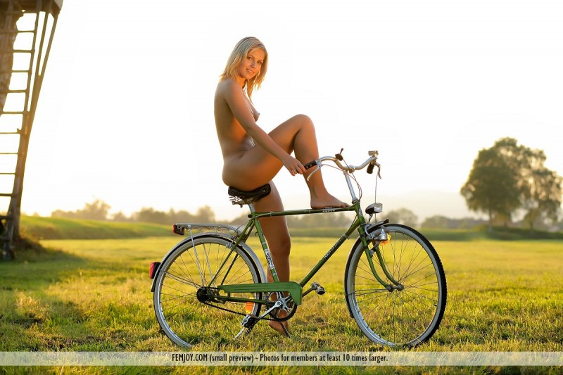 jenni-blonde-nude-bike-femjoy-03