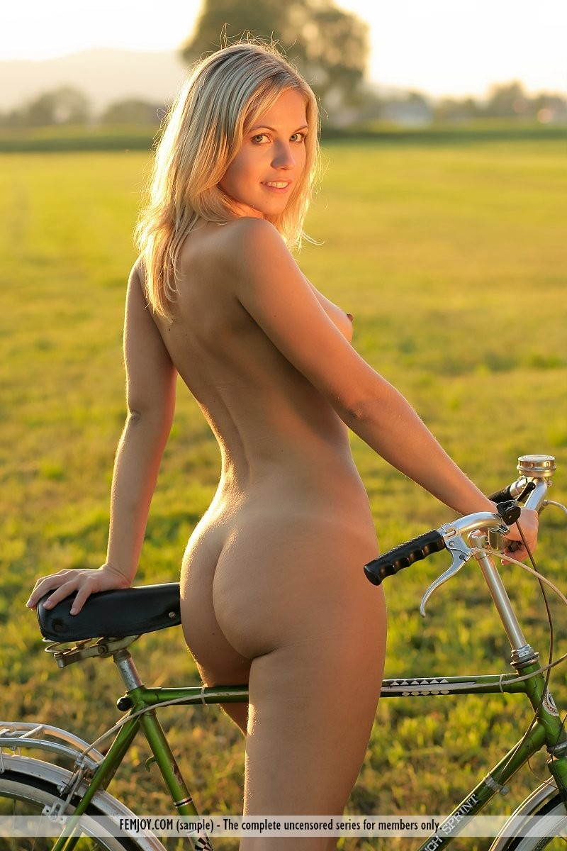 jenni-blonde-nude-bike-femjoy-04