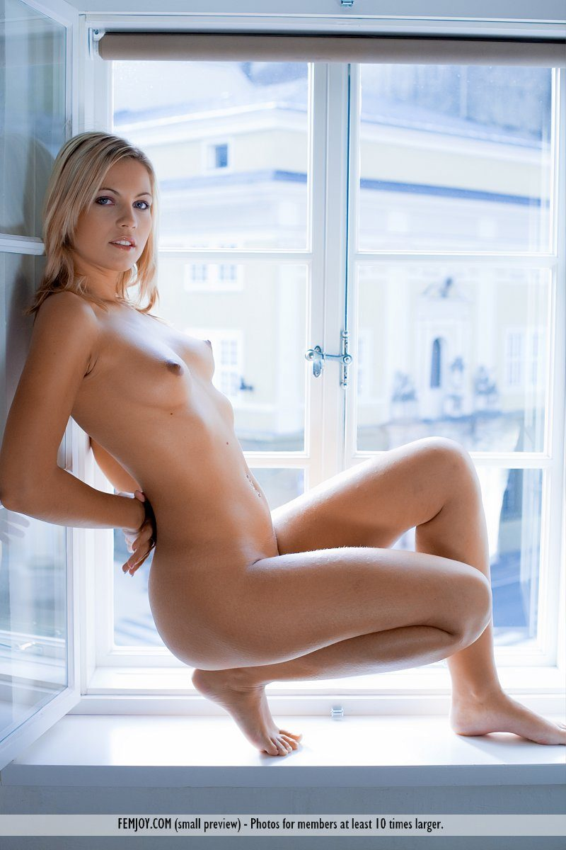 jenni-window-blonde-naked-femjoy-03