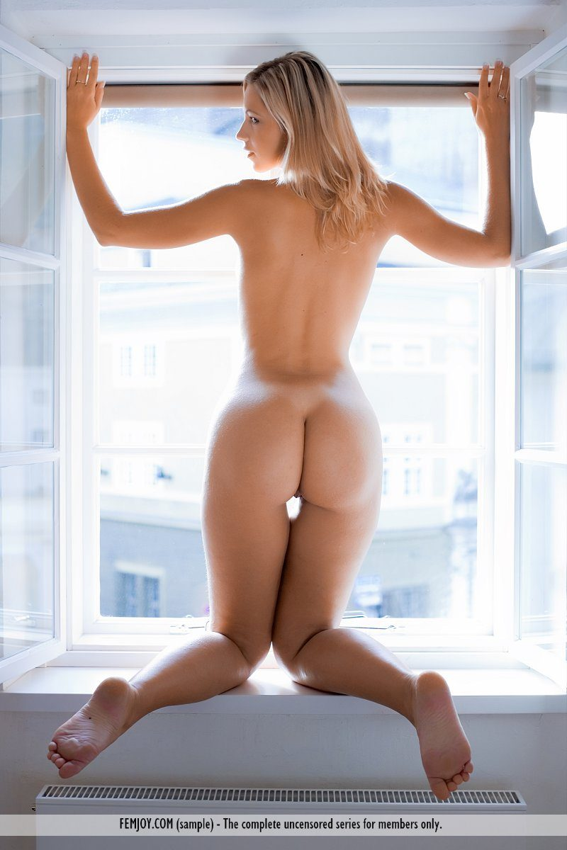 jenni-window-blonde-naked-femjoy-06
