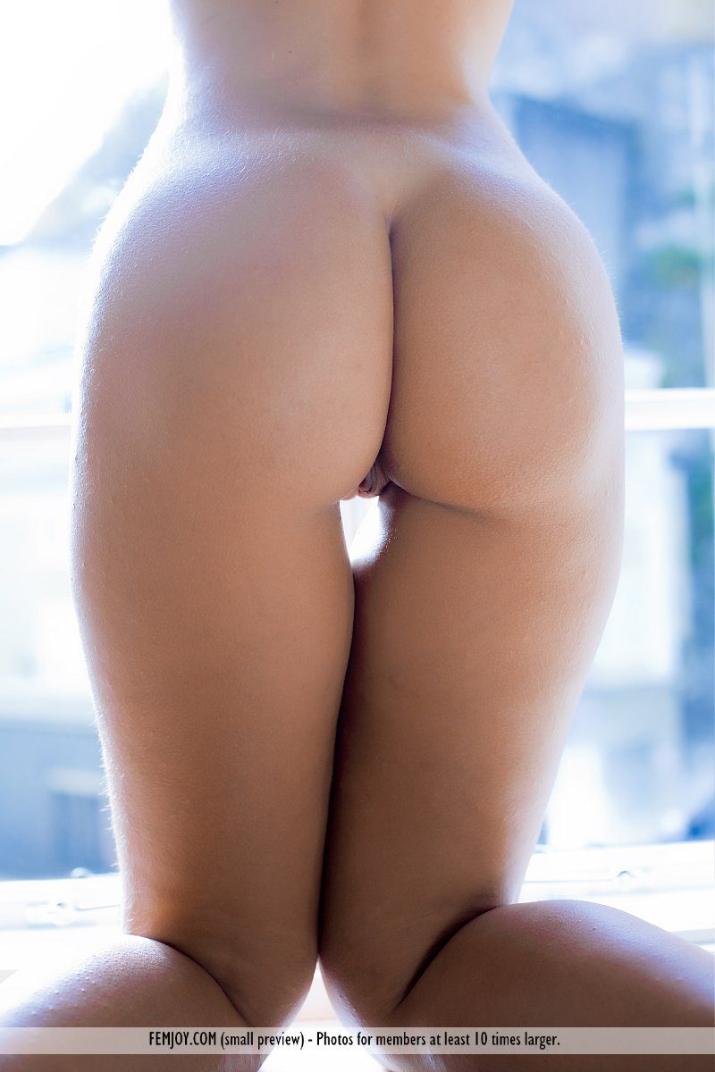 jenni-window-blonde-naked-femjoy-07